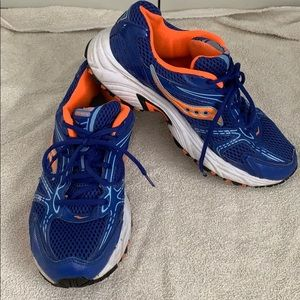 Saucony Oasis orange and blue running shoes size 9